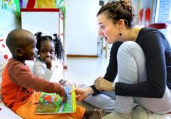 Lutter contre les inégalités dès la petite enfance : évaluation à grande échelle du programme Parler Bambin